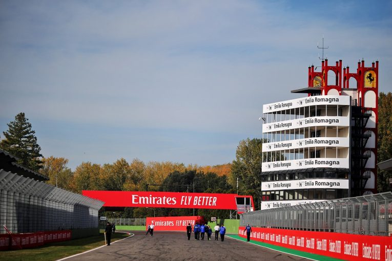 F1   【SNS特集】F1エミリア・ロマーニャGP:セナに捧ぐ、トロフィーのダイヤモンド。4位の快挙をチームと喜び合うクビアト