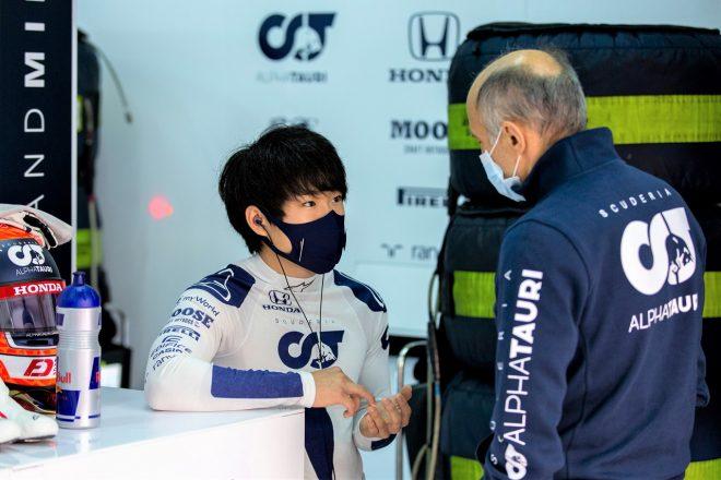 アルファタウリで初のF1テストに臨んだ角田裕毅とチーム代表フランツ・トスト