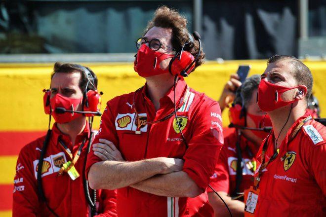 2020年F1第9戦トスカーナGP サーキットで指揮をするマッティア・ビノット代表(フェラーリ)