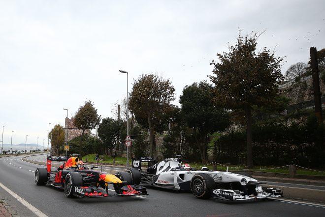 2020年レッドブル・イスタンブール・ショーラン アレクサンダー・アルボン(レッドブル・レーシング)とピエール・ガスリー(スクーデリア・アルファタウリ)