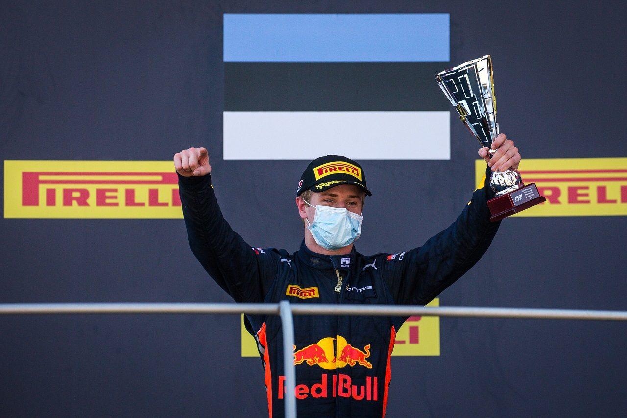2020年FIA-F2ムジェロ・スプリントレースで3位を獲得したユーリ・ビップス