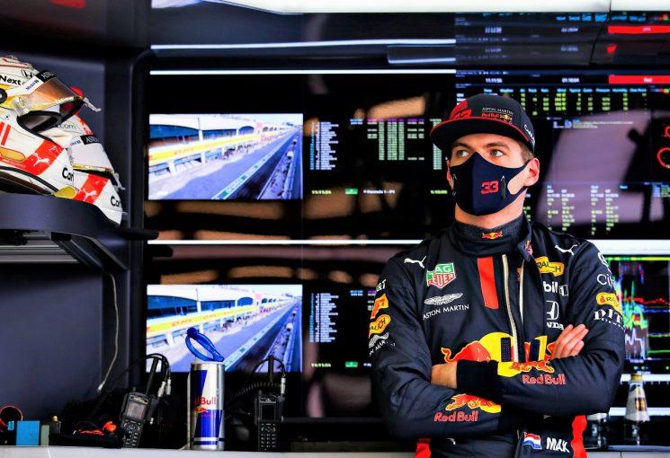 F1   フェルスタッペン初日最速も「本来より5秒遅い。なぜこんな路面になったのか」レッドブル・ホンダ【F1第14戦】