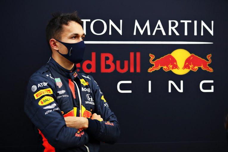 F1 | アルボン「路面がスケートリンクみたいで、F1で走っている気がしなかった」レッドブル・ホンダ【F1第14戦金曜】
