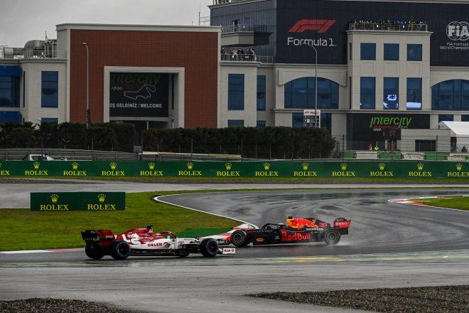 2020年F1第14戦トルコGP スピンを喫するマックス・フェルスタッペン(レッドブル・ホンダ)