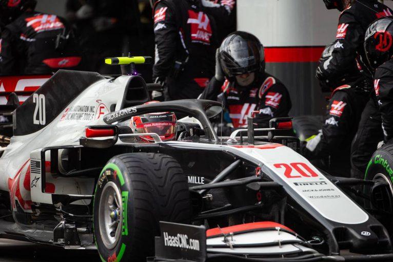 F1 | マグヌッセン「タイヤ交換時に1本正しく取り付けられていなかった。そこでレースは終わった」:ハース F1第14戦決勝