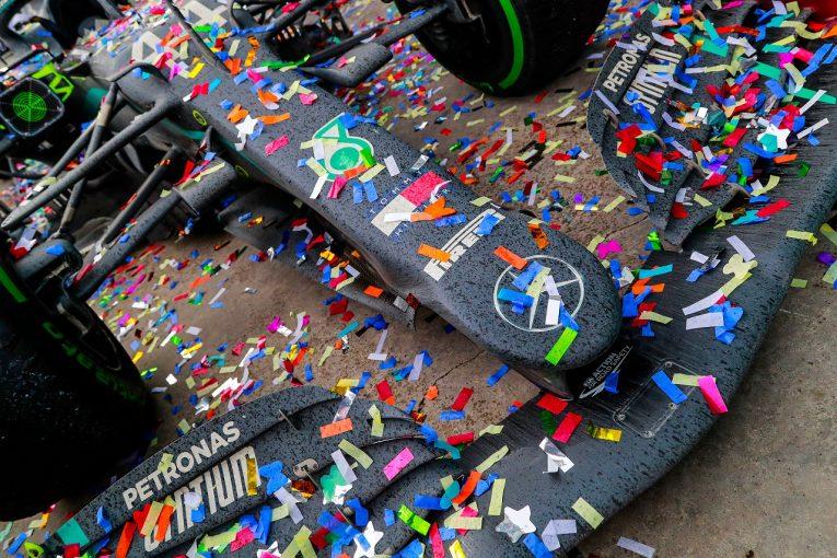 F1   【SNS特集】F1トルコGP:7度目の戴冠を達成したハミルトンが束の間の休息。ベッテルがウエットで8台抜き