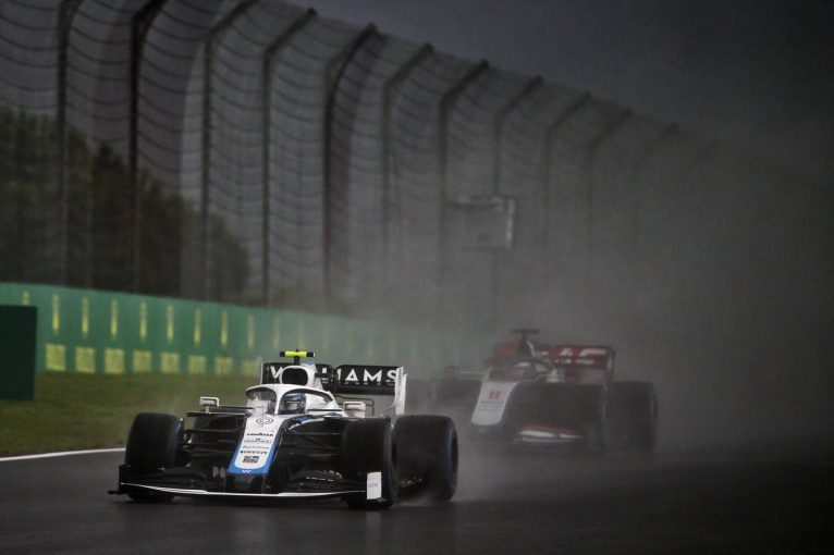F1 | 「クレーン車を動かすためにあと5分待てた」ダブルイエロー下での予選Q2開始にドライバーは困惑/F1トルコGP