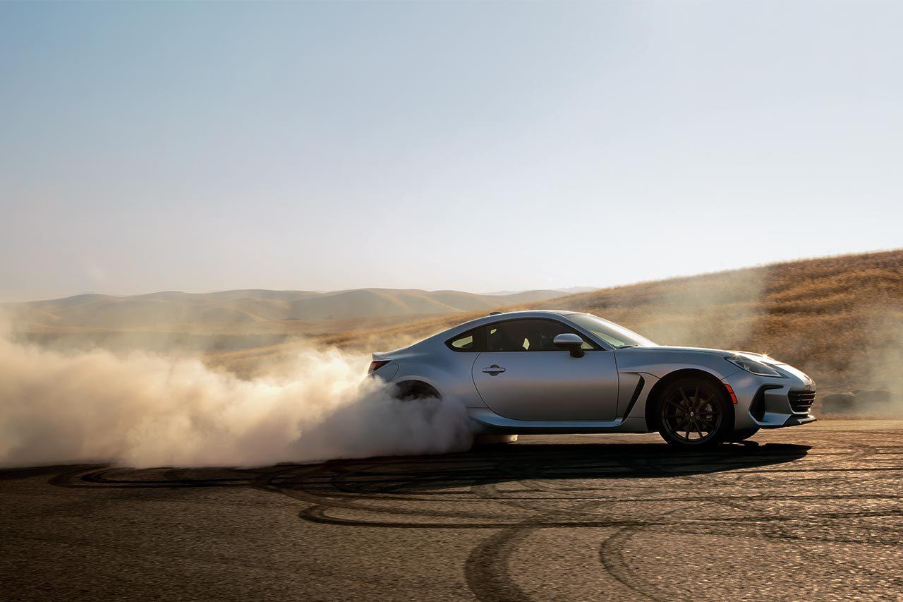 スバル、新型BRZを世界初公開。スポーツカーならではの走りの愉しさをさらに充実