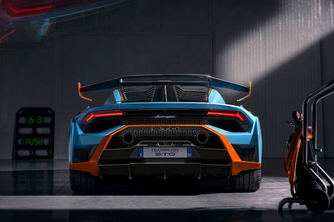 ランボルギーニ、レースカー直系の公道仕様スーパースポーツ『ウラカンSTO』発表