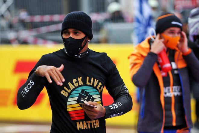 2020年F1第14戦トルコGP 『Black Lives Matter』Tシャツを着るルイス・ハミルトン(メルセデス)