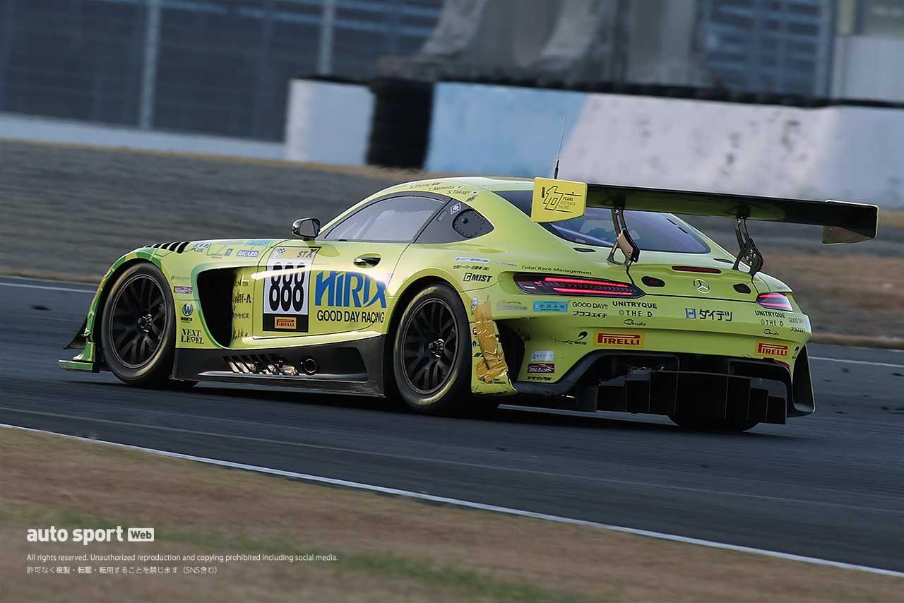 左リヤに修復跡が見えるHIRIX GOOD DAY RACING AMG GT3