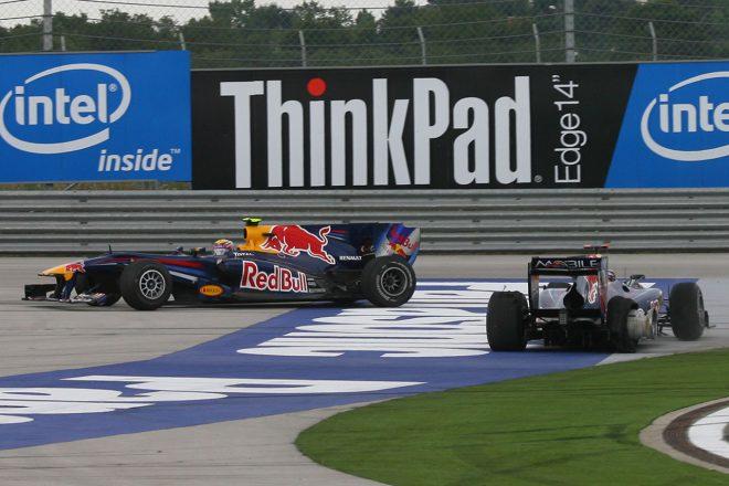 2010年F1第7戦トルコGP ターン12で接触したレッドブルのセバスチャン・ベッテルとマーク・ウエーバー