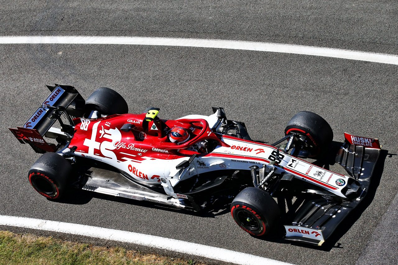 2020年70周年記念GPのFP1で走行したロバート・クビサ(アルファロメオ)