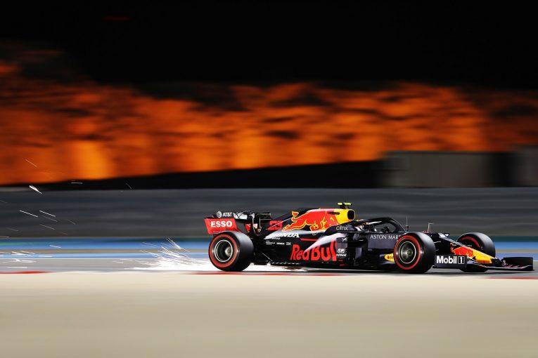 F1 | 「アルボンのクラッシュは非常に残念」と代表。モノコックとエンジンは無事か:レッドブル・ホンダ【F1第15戦金曜】