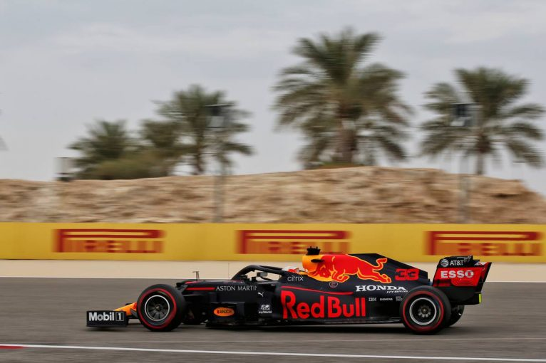 F1   レッドブル・ホンダのフェルスタッペンが首位、アルボン4番手【タイム結果】F1第15戦バーレーンGPフリー走行3回目