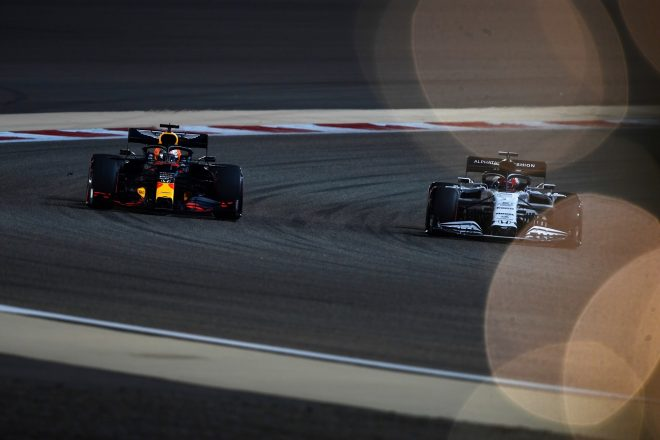 2020年F1第15戦バーレーンGP マックス・フェルスタッペン(レッドブル・ホンダ)とダニール・クビアト(アルファタウリ・ホンダ)