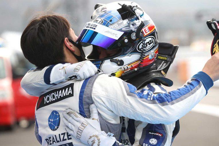 スーパーGT | リアライズGT-Rが初タイトル獲得。レースはタイヤ無交換を敢行した埼玉トヨペットSupraが今季2勝目【第8戦富士GT300決勝】