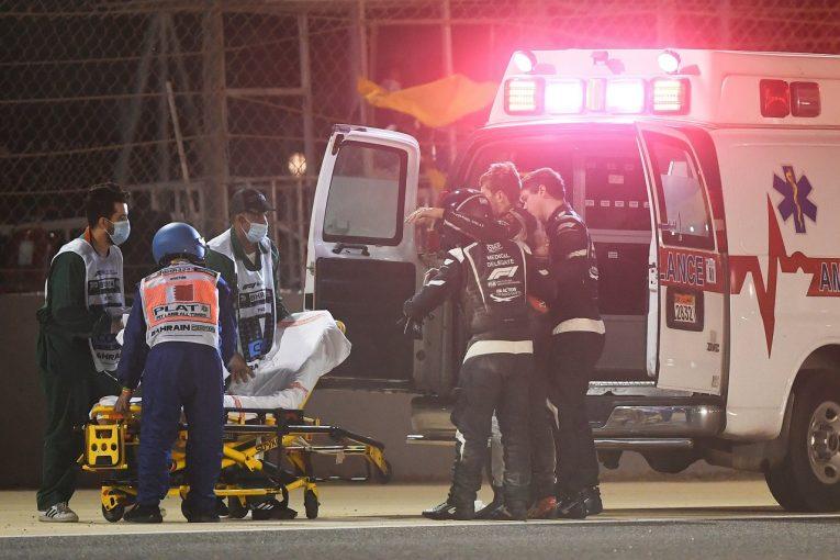 F1 | 炎上車両から脱出したグロージャンが笑顔でメッセージ「ヘイローに救われた」。やけどのみで骨折等はなし:F1バーレーンGP