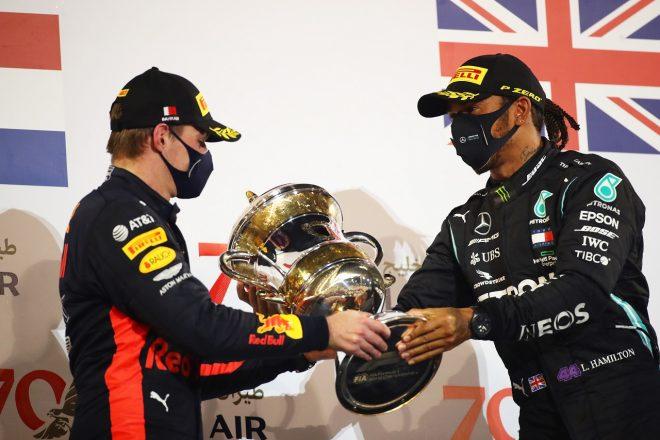 2020年F1第15戦バーレーンGP 優勝したルイス・ハミルトン(メルセデス)と2位マックス・フェルスタッペン(レッドブル・ホンダ)