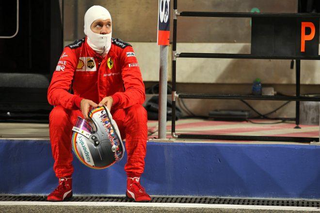 2020年F1第15戦バーレーンGP 決勝赤旗中のセバスチャン・ベッテル(フェラーリ)