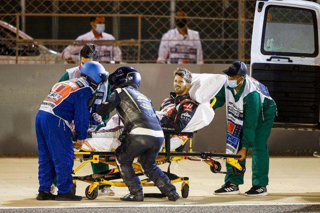 2020年F1第15戦バーレーンGP決勝 大クラッシュ後、救出されたロマン・グロージャン(ハース)