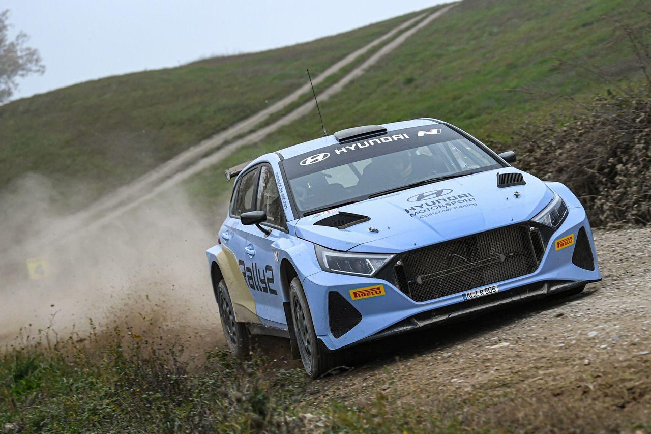 WRC:ヒュンダイ、新型『i20 Nラリー2』のテストを開始。王者タナクも初ドライブ
