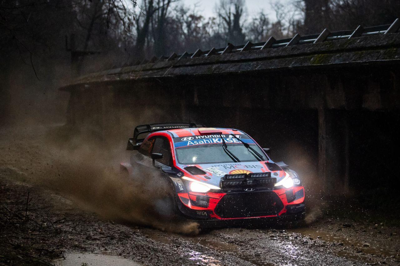 WRCモンツァ:ヌービルがクラッシュで戦線離脱。首位ソルドから3番手オジエまで2秒差の接戦に