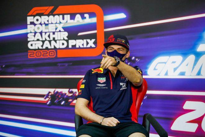 2020年F1第16戦サクヒールGP木曜会見 笑いながら質問に答えるマックス・フェルスタッペン(レッドブル・ホンダ)