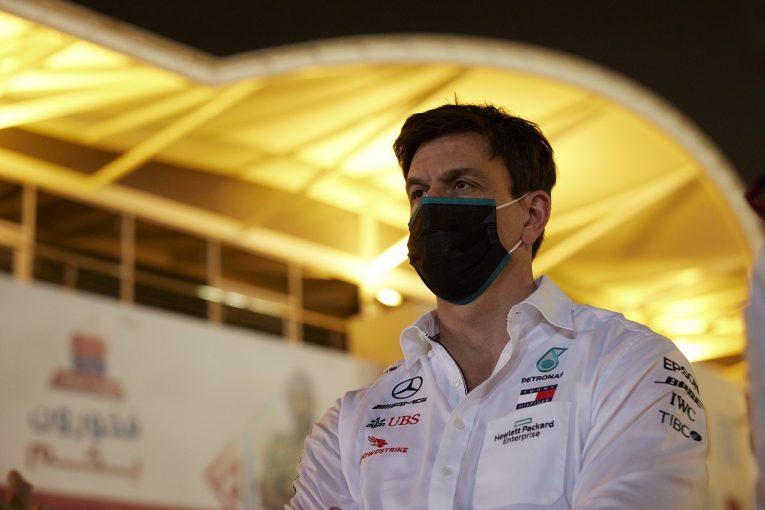 F1   「とんでもない大失敗をしでかした」勝利を失ったメルセデスF1代表、生放送で失言が出るほどの落胆ぶり