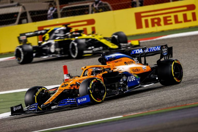 F1 | 【F1第16戦無線レビュー(3)】防戦一方ボッタスに追いついたサインツJr.「このメルセデスはなぜこんなに遅いんだ」