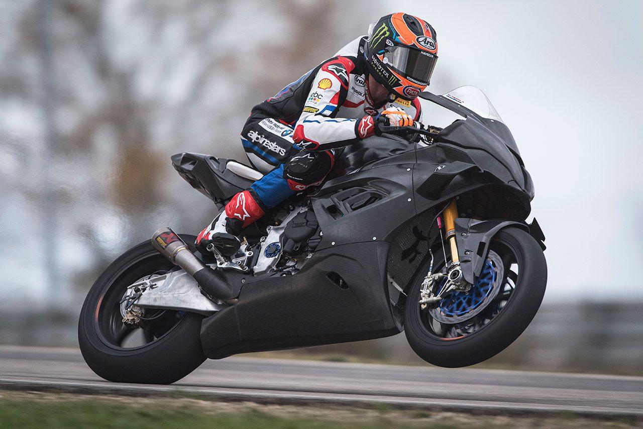 SBK:マイケル・ファン・デル・マーク、フランスでBMW M1000RRに初ライド