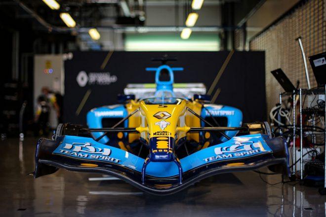 2020年F1第17戦アブダビGP フェルナンド・アロンソ(ルノー)によるデモランの準備が行われているR25
