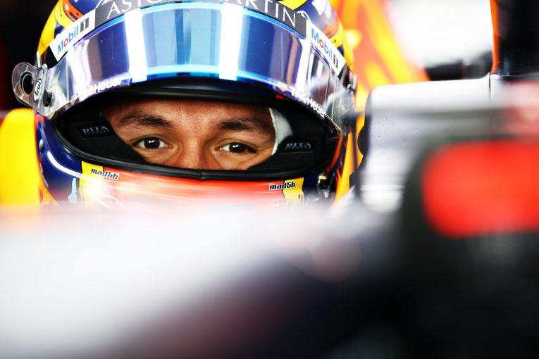 F1 | アルボン「メルセデスの実力はまだ見えない。自分自身の改善に集中し予選に挑む」レッドブル・ホンダ【F1第17戦金曜】
