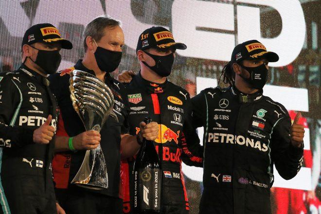 2020年F1第17戦アブダビGP表彰台 優勝マックス・フェルスタッペン(レッドブル・ホンダ)、2位バルテリ・ボッタス(メルセデス)、3位ルイス・ハミルトン(メルセデス)