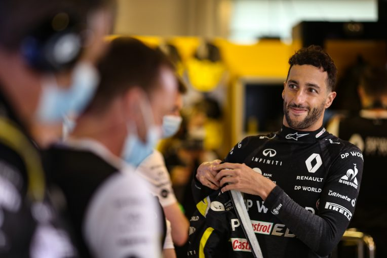 F1 | 「ルノーの皆『メルシー・ボクー!』」リカルド、最後のラップでファステスト記録【F1第17戦決勝】