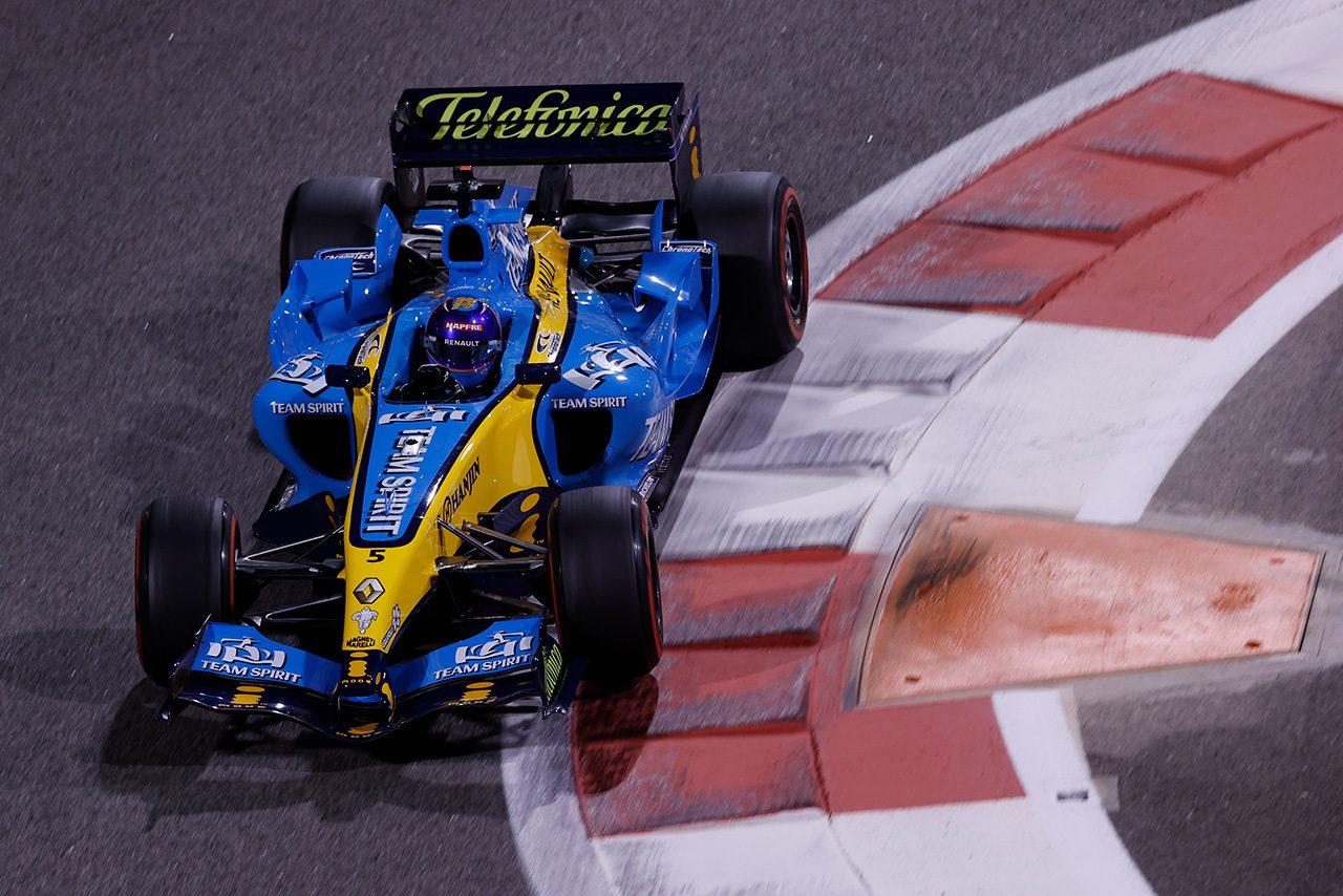2020年F1第17戦アブダビGP フェルナンド・アロンソがルノーの2005年型マシン『R25』をデモラン