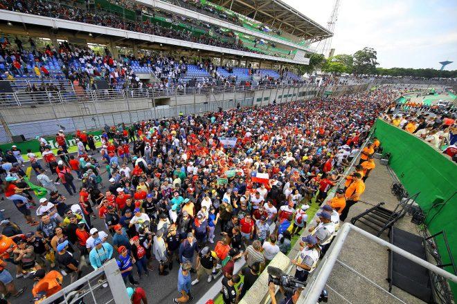 2019年F1ブラジルGP コースに押し寄せる大勢のファンたち