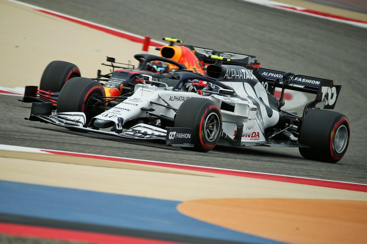 2020年F1バーレーンGP ピエール・ガスリー(アルファタウリ・ホンダ)とアレクサンダー・アルボン(レッドブル・ホンダ)