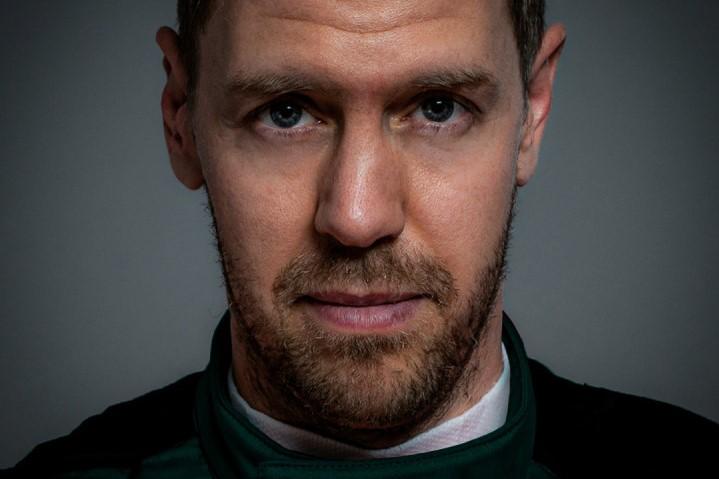 F1 | ベッテルがアストンマーティンF1で初仕事。シート合わせやシミュレーターで新シーズンへの準備