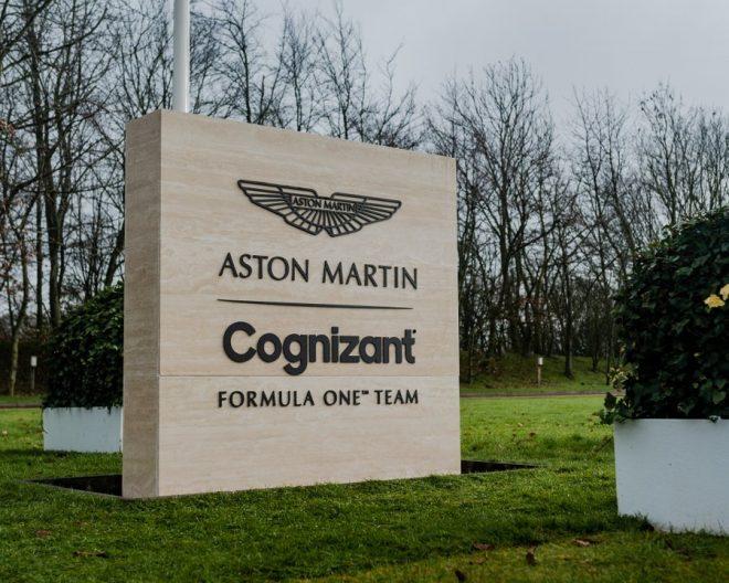 アストンマーティン・コグニザント・フォーミュラワンチームのファクトリーに建てられた銘板