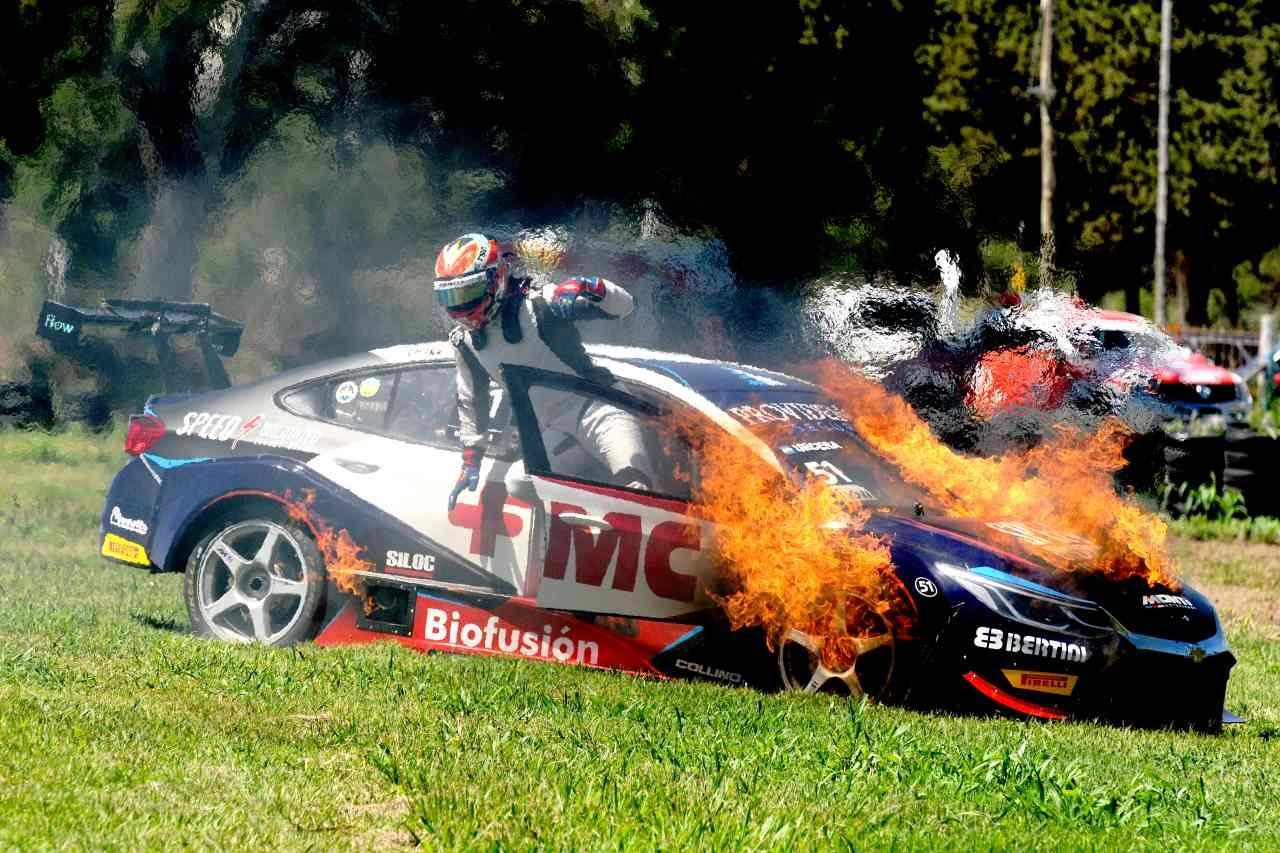 STC2000第7戦:トヨタのロッシと秒差バトルを制し、ルノーの現王者ペーニャが勝利