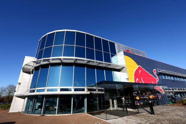 F1 | レッドブルF1のパワーユニット責任者、正式加入は1年後か。メルセデスとのガーデニング休暇契約で