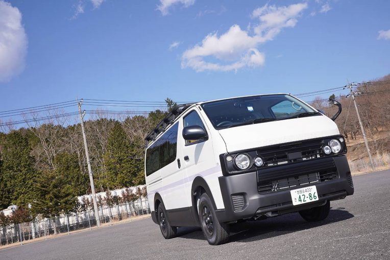 クルマ | 東京オートサロン2021出展車レポート/GRヤリスのドリフトマシンや天然木の内装が自慢のハイエースも登場