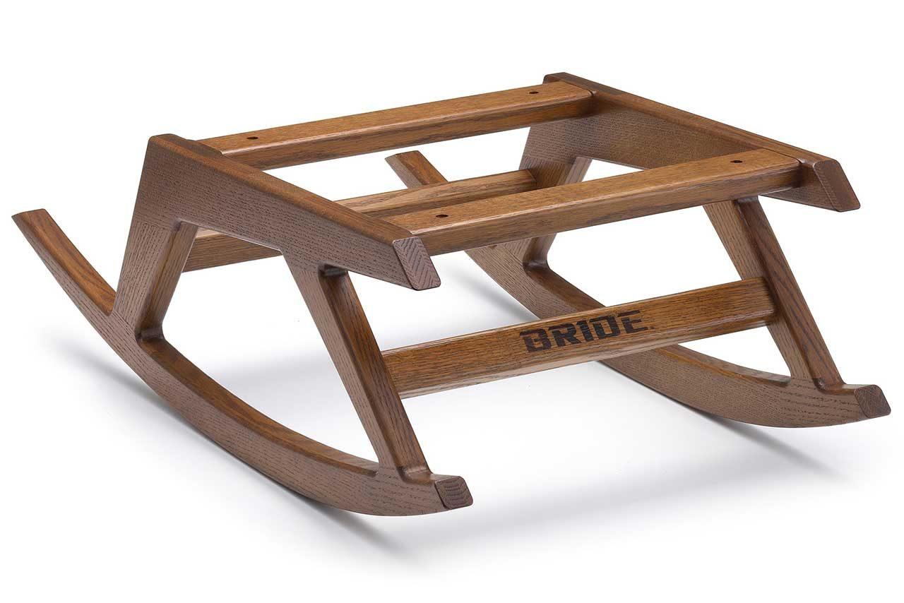 ブリッドと木工のデンが共同開発し、誕生したロッキングチェアベース『エンペラー』