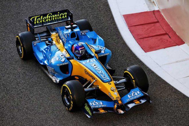 2020年F1第17戦アブダビGP ルノーR25でデモ走行を行ったフェルナンド・アロンソ(ルノー)