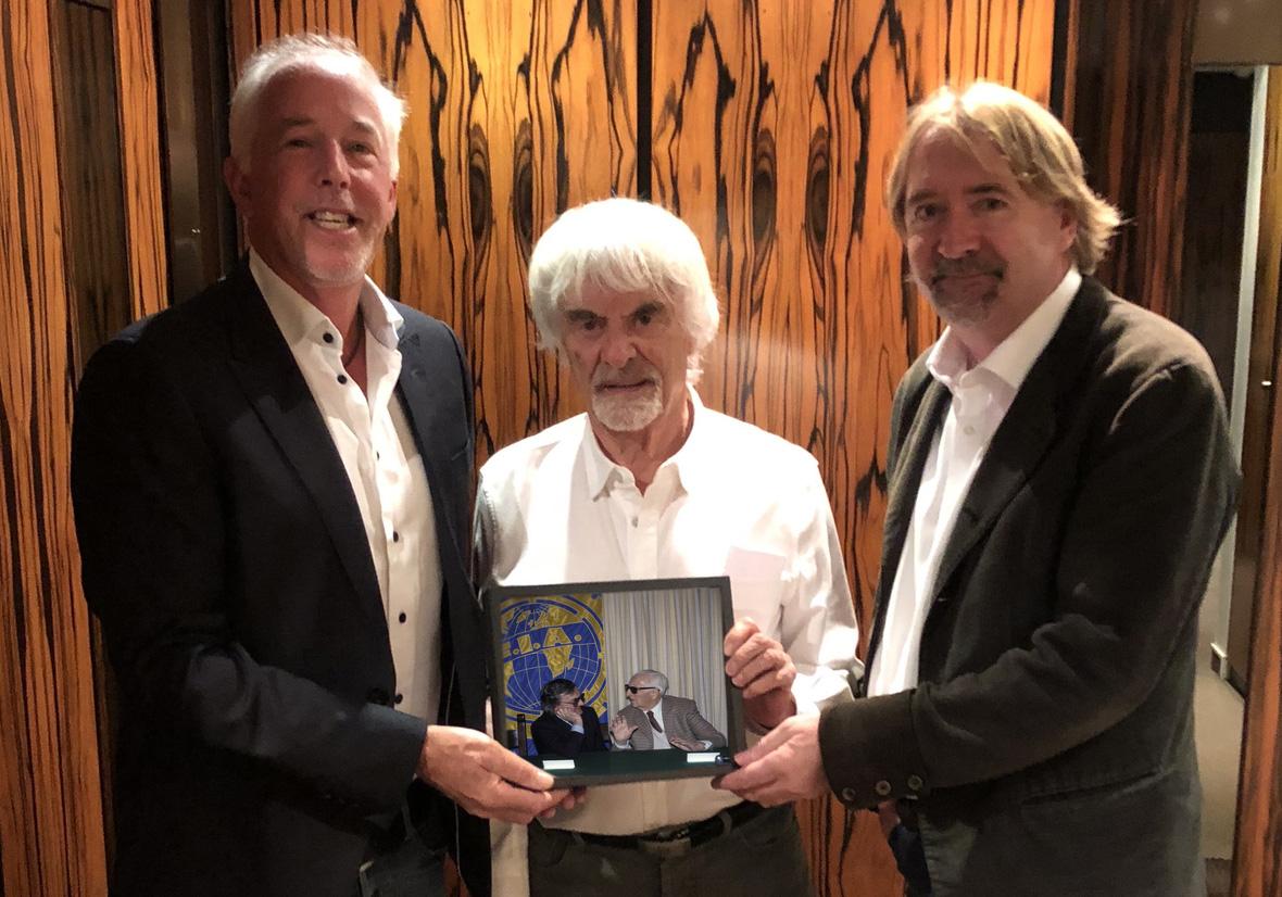 キース・サットン(左)、バーニー・エクレストン(中)、マーク・ディケンス(右)