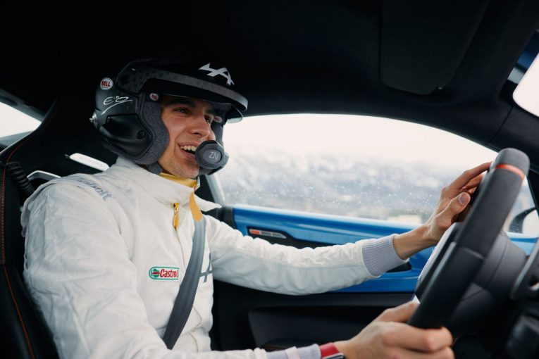 F1   アルピーヌF1のオコン「いつか必ずラリーに」WRC開幕戦で『A110S』をドライブし笑顔