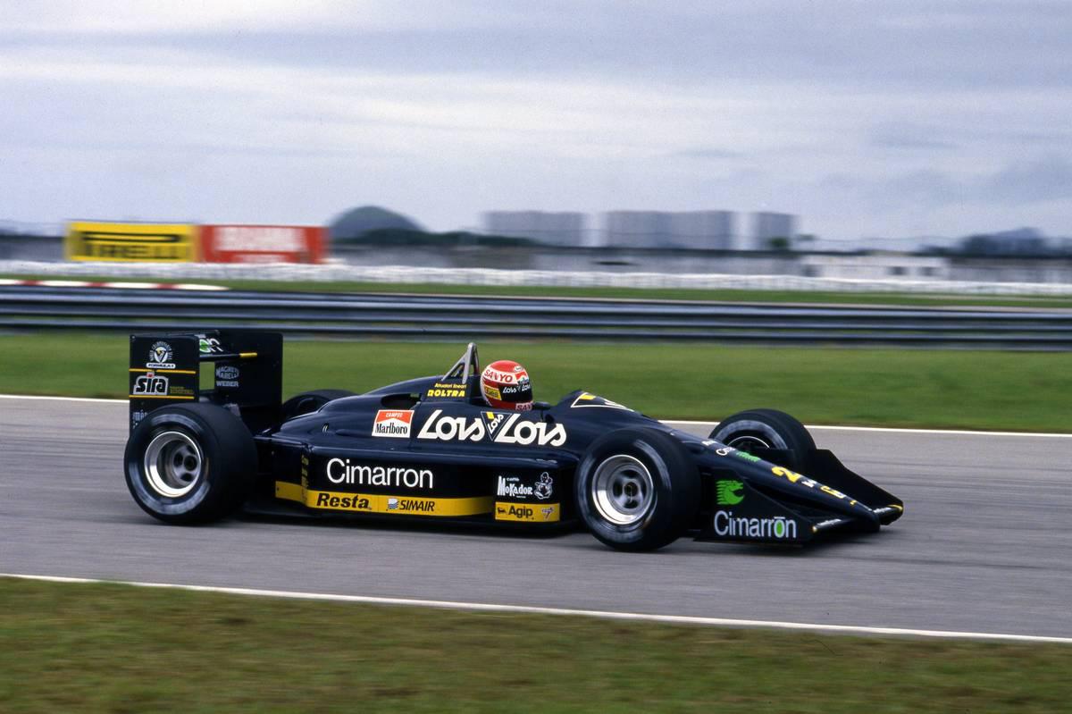 ミナルディのM188をドライブするエイドリアン・カンポス(1988年)