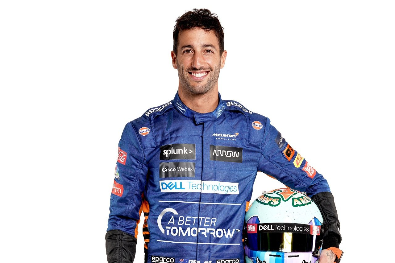 マクラーレンF1の2021年体制発表会で公開されたダニエル・リカルドのレーシングスーツ姿