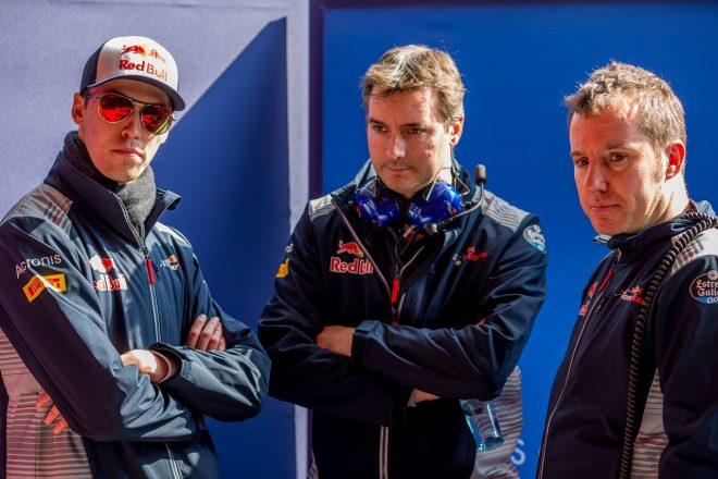 2017年F1プレシーズンテストでのダニール・クビアト、ジェームズ・キー、ジョディ・エギントン(トロロッソ)